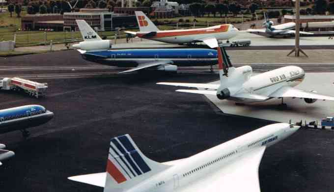 Big Airplanes - Small Airport