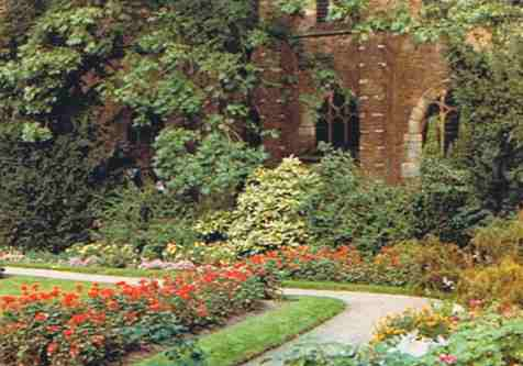 Manicured Garden Near the Delft Factory