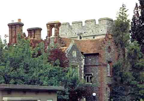 London Through the Ages - Ramparts to Chimneys